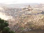 Над Кейптауном пролетел странный объект в виде города из небоскребов