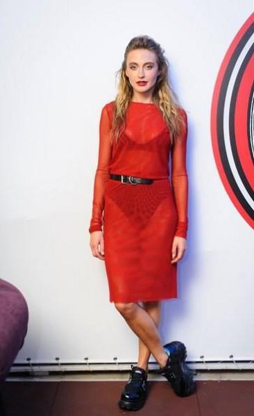 Ева бушмина красное платье