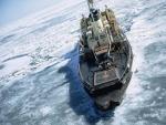 Новейший корабль ВМС США во время первого похода застрял во льдах