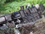 На Тернопольщине автобус с туристами слетел с обрыва