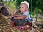 Ученые: ребенок будет здоровее, если растет с котом