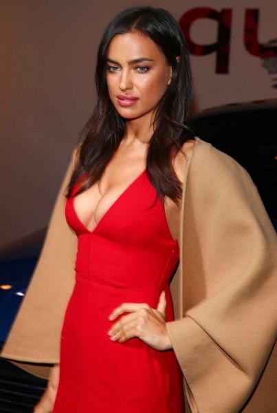 Фото шейк в красном платье