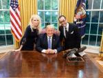 В Белый дом пригласили ведущего конспиролога США