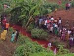 В Африке река стала кроваво-красной