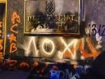 В соцсетях обсуждают атаку радикалов на ОП Украины и оскорбительные надписи в адрес Зеленского