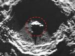 В лунном кратере обнаружен треугольный НЛО