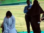 В Индонезии за добрачную связь молодая пара получила 100 ударов палкой