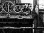 В Северном Йоркшире на фото попал призрак огромного монаха возле церкви