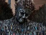 В Ливерпуле установили жуткую статую Ангела из ножей